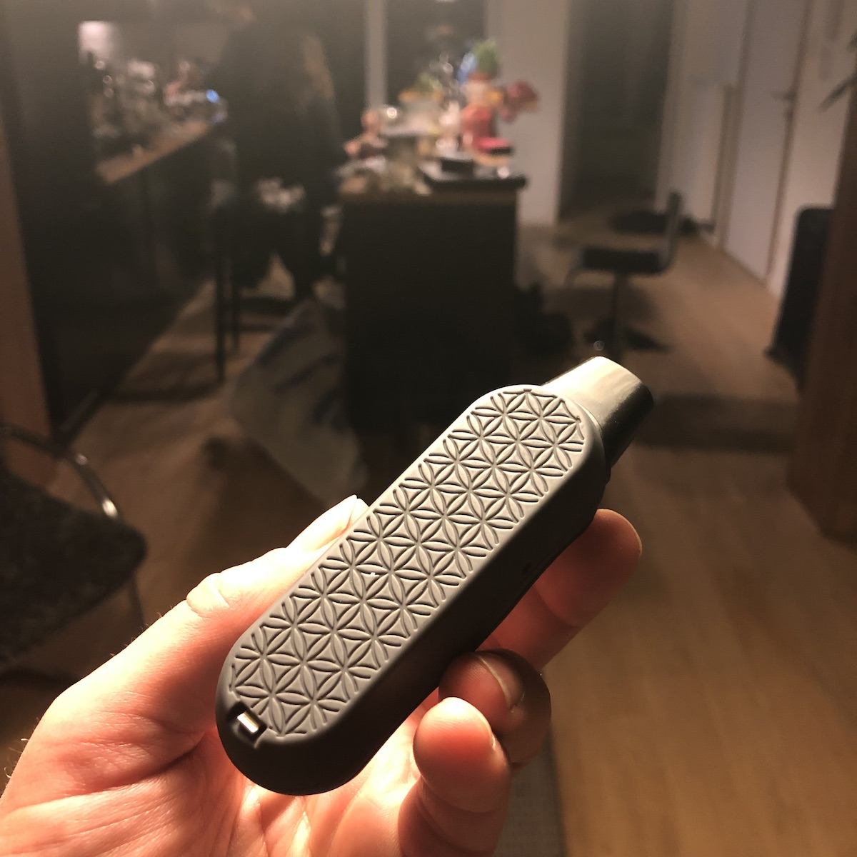 AirVape XS GO: attractive finish on the base