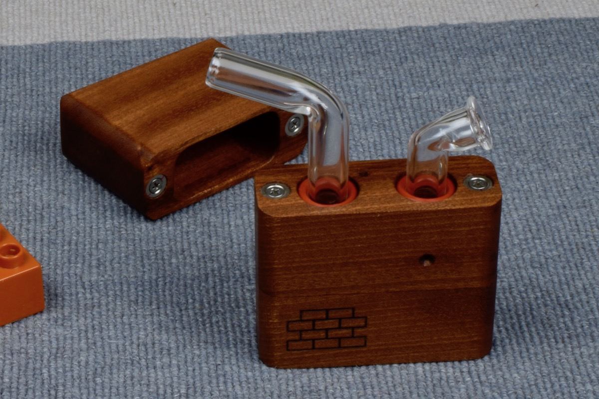 Sticky Brick Junior - remove the top to reveal the glass mouth piece